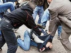 В Киргизии разъяренная толпа избила сотрудников наркополиции