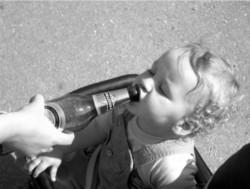 Двухлетний мальчик умер от отравления алкоголем