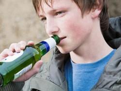 Ребенок, который в юном возрасте попробовал алкоголь, может стать алкоголиком