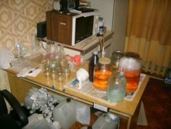 В Ленинградской области химик управлял из колонии подпольным нарко-производством