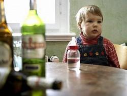 Три года от рождения ребенок проживал в жутких условиях в семье алкоголиков